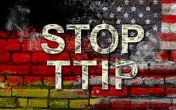 STOPP TTIP - transatlantiskt handel- och investeringpartnerskap Amerikas förenta stater- och Tysklandflaggor och TTIP-text Arkivfoto