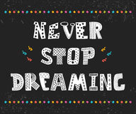 Stoppa aldrig att drömma Gullig design för hälsningkort Motivation p Royaltyfria Bilder
