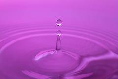 Stoppa handlingfotoet av vattendroppe med reflexion Royaltyfri Fotografi