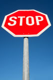 Stoppa och ge vägen Arkivbilder