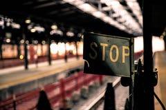 Stoppa tecknet på den Hoboken stationen som är ny - ärmlös tröja fotografering för bildbyråer