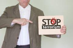Stoppa terrorismbegreppet Man i ett omslag royaltyfria bilder