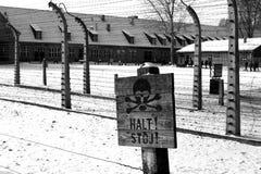 Stoppa undertecknar in Auschwitz Arkivbild