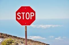 Stoppa undertecknar in Haleakala vulkanområde Royaltyfri Foto