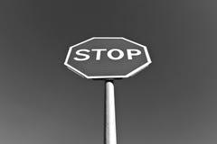 stoppa undertecknar in svartvitt Royaltyfri Foto