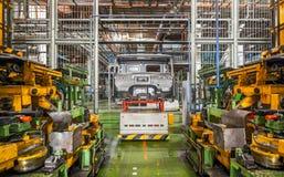 Stoppad utrustning med bilramen på en stängd bilfabrik Royaltyfria Foton