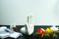 Stoppen Sie Allergiekonzept, Saisonblütenstaub und Blütenallergie, Mediziner Lizenzfreies Stockbild