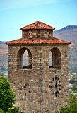 Stoppen Sie auf dem alten mittelalterlichen Turm in Europa ab stockbilder