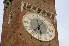 Stoppen Sie auf Lamberti-Turm auf Marktplatz delle Erbe in Verona, Italien ab Stockfotografie