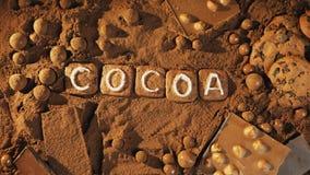 Stoppen Sie Bewegungskakaomitteilung auf dem Kakaohintergrund stock video footage
