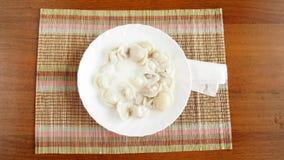 Stoppen Sie Bewegungsvideo mit Geschirr und Lebensmittel stock video footage