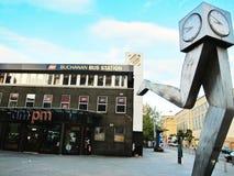 Stoppen Sie in der Front des Buchannan-Busbahnhofs in England ab Lizenzfreie Stockfotos