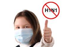 Stoppen Sie die Grippe. Mädchen in der schützenden Schablone Stockfoto