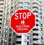 Stoppen Sie für Fußgänger Stockfoto