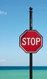 Stoppen Sie kennzeichnen innen die Karibischen Meere Lizenzfreie Stockfotografie