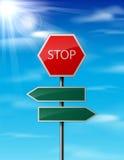 Stoppen Sie und löschen Sie VerkehrsVerkehrsschild auf Himmelhintergrund Stockbilder