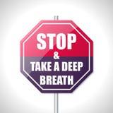 Stoppen Sie und nehmen Sie ein Verkehrszeichen des tiefen Atems Lizenzfreies Stockfoto