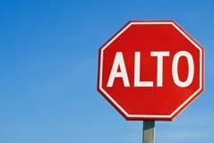 Stoppen Sie Verkehrsschild innen Mexiko, mit den Wörtern Stockbild