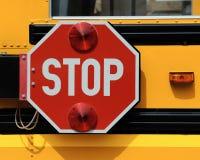 Stoppen Sie Zeichen auf Schulbus Lizenzfreies Stockfoto