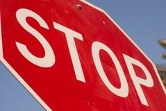 Stoppen Sie Zeichen von der eindeutigen Perspektive. Stockbilder