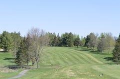 Stoppen, zum der Schönheit auf einem West-Quebec-Golfplatz zu bewundern lizenzfreie stockfotos