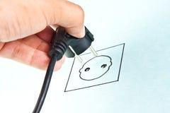 Stoppend elektrokabel aan het schetsen van contactdoos Stock Afbeeldingen