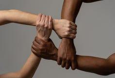Stopprasism, begreppsm?ssig bild mot intolerans och diskriminering arkivfoto