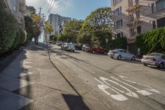 Stoppschild auf Pflasterung in San Francisco stockbild