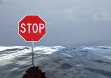 Stoppschild in einer Flut/in einem Hochwasser Lizenzfreie Stockbilder