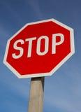 Stoppschild-und Rasiermesser-Draht Stockfotografie