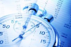 Stoppuhr auf Budgetzahlen Stockbilder