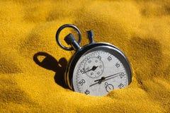 Stoppuhr im Sand Lizenzfreies Stockbild