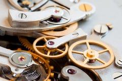 Stopwatch chronometru mechanizmu makro- widok Cogs przekładni kół mechanika związku pojęcie Makro- widok, selekcyjna ostrość Obrazy Royalty Free