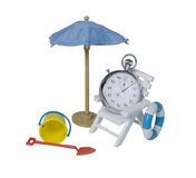 Stopwatch relaksuje w krześle obok parasola Fotografia Stock