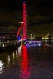 Stor ögonhjulThames River Westminster bro London England Arkivbild