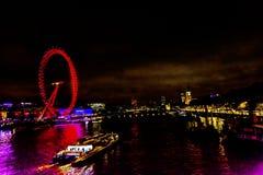 Stor ögonhjulThames River Westminster bro London England Fotografering för Bildbyråer