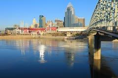 Stor amerikansk basebollarena i Cincinnati med främsta Ohio River Arkivbilder