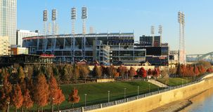 Stor amerikansk basebollarena i Cincinnati vid Ohioet River Royaltyfria Bilder