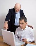 stor anställd gör fel arkivfoton