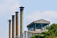 Stor avgasröraxel av fabriken Royaltyfri Fotografi