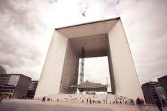 Stor båge i Paris nära Laförsvar arkivfoto