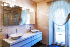 stor badrum Arkivbilder