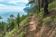 Stor Baikal slinga mellan Listvyanka och stora Koty Arkivbild