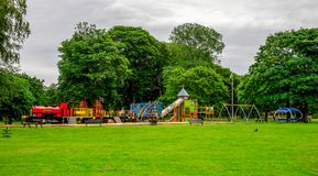 Stor barnlekplats i Seaton Park, Aberdeen, Skottland Royaltyfria Foton