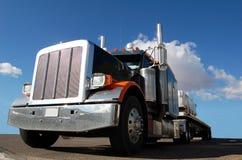 stor blå diesel- sky Arkivfoton