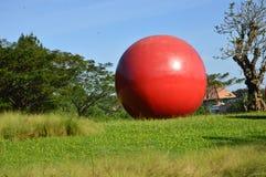 Stor boll i parkera Royaltyfria Bilder