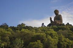 stor buddaskystaty under royaltyfria bilder