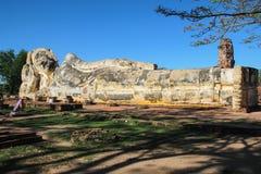 Stor buddha bildsömn i Ayutthaya Arkivbilder