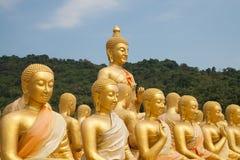 stor buddha guld- staty arkivbild