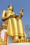 stor buddha guld- staty Arkivfoto